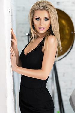 Photo of beautiful Ukraine  Alina with blonde hair and blue eyes - 29456