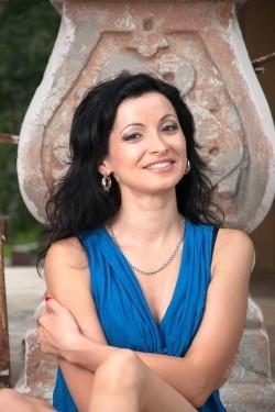 Photo of beautiful Ukraine  Aliona with black hair and hazel eyes - 21949