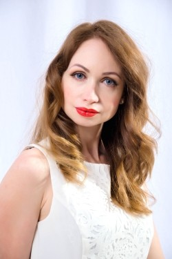 Photo of beautiful Ukraine  Anastasia with light-brown hair and blue eyes - 27579