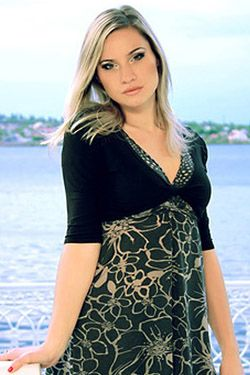 Photo of beautiful Ukraine  Anna with light-brown hair and brown eyes - 18159