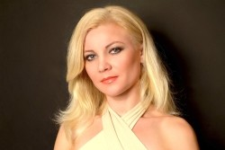 Photo of beautiful Ukraine  Anna with blonde hair and grey eyes - 21042