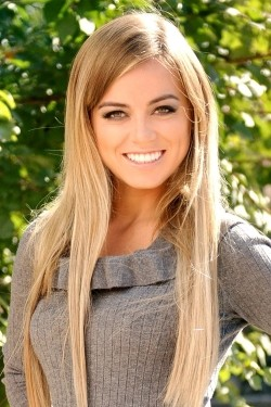 Photo of beautiful Ukraine  Anna with light-brown hair and green eyes - 22160