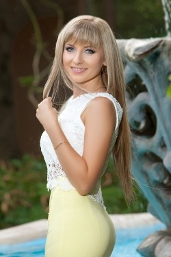 Photo of beautiful Ukraine  Anna with blonde hair and blue eyes - 28061