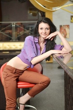 Photo of beautiful Ukraine  Daria with black hair and brown eyes - 22061