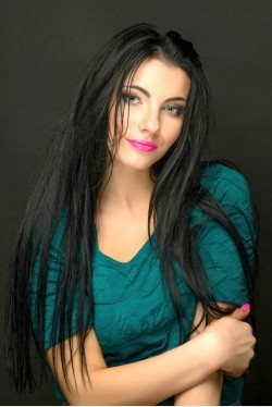 Photo of beautiful Ukraine  Ekaterina with black hair and green eyes - 27926