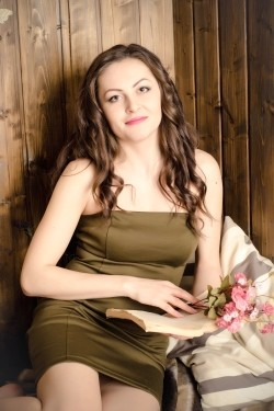 Photo of beautiful Ukraine  Elena with light-brown hair and green eyes - 21272