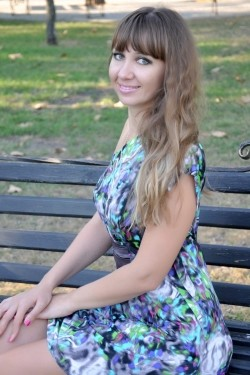 Photo of beautiful Ukraine  Elena with light-brown hair and blue eyes - 22328