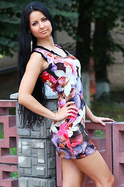 Photo of beautiful Ukraine  Julia with black hair and brown eyes - 12314