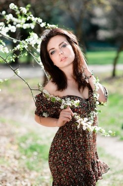 Photo of beautiful Ukraine  Julia with brown hair and grey eyes - 20772