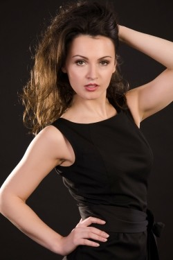 Photo of beautiful Ukraine  Julia with black hair and brown eyes - 22179