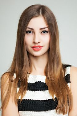 Photo of beautiful Ukraine  Julia with brown hair and blue eyes - 28918