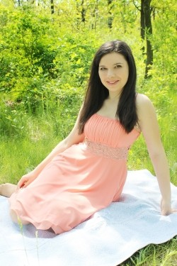 Photo of beautiful Ukraine  Katerina with brown hair and hazel eyes - 28509