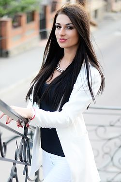 Photo of beautiful Ukraine  Lidia with black hair and brown eyes - 18220