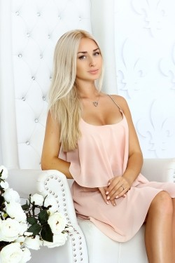 Photo of beautiful Ukraine  Maria with blonde hair and green eyes - 20532