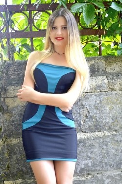 Photo of beautiful Ukraine  Natalia with blonde hair and brown eyes - 28565