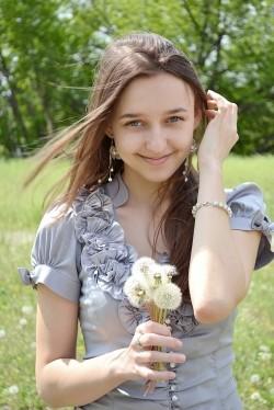 Photo of beautiful Ukraine  Oksana with light-brown hair and blue eyes - 20862
