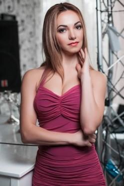Photo of beautiful Ukraine  Oksana with blonde hair and brown eyes - 28325