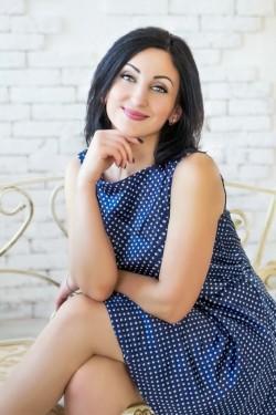 Photo of beautiful Ukraine  Oksana with black hair and brown eyes - 28494