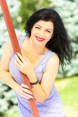 Photo of beautiful Ukraine  Olena with black hair and green eyes - 22324