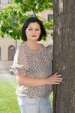 Photo of beautiful Ukraine  Svetlana with black hair and blue eyes - 22389