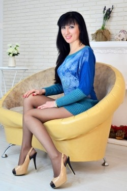 Photo of beautiful Ukraine  Tatyana with black hair and hazel eyes - 21213