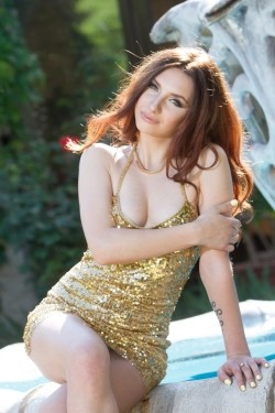 Photo of beautiful Ukraine  Valentina with brown hair and green eyes - 21754