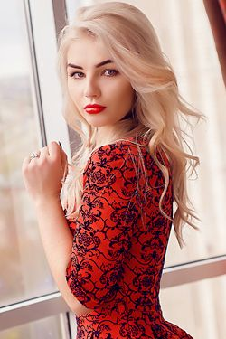 Single Ukraine Valeria With Blonde Hair And Green Eyes 24 Yo From