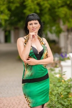 Photo of beautiful Ukraine  Victoria with black hair and brown eyes - 21713