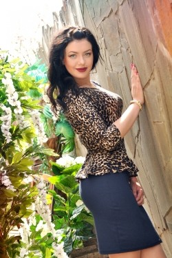 Photo of beautiful Ukraine  Vladlena with black hair and blue eyes - 21535
