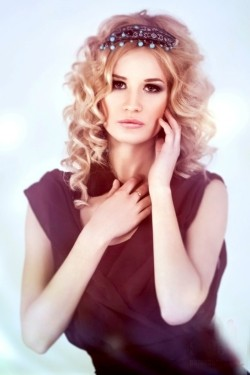 Photo of beautiful Ukraine  Yana with blonde hair and brown eyes - 21061