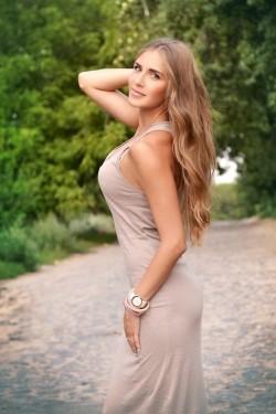 Photo of beautiful Ukraine  Yana with light-brown hair and green eyes - 22139