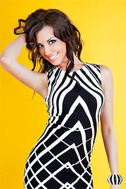 Photo of beautiful Ukraine  Zhanna with brown hair and brown eyes - 12278